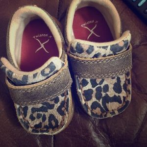 Twisted x little girls shoes